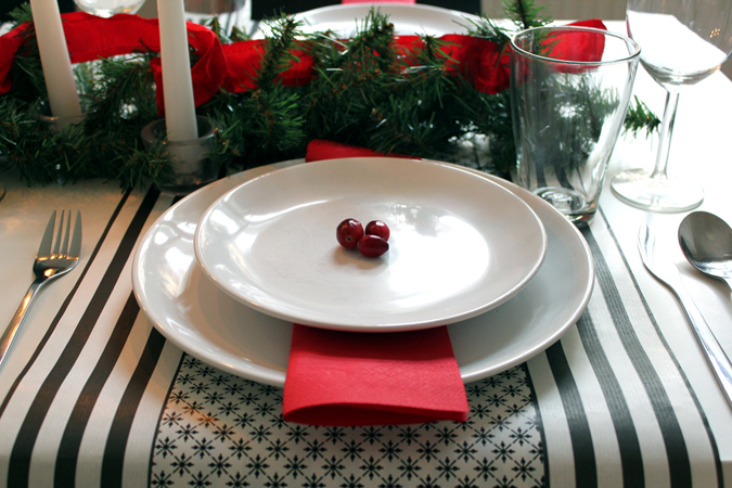 3 easy ways to decorate a holiday table