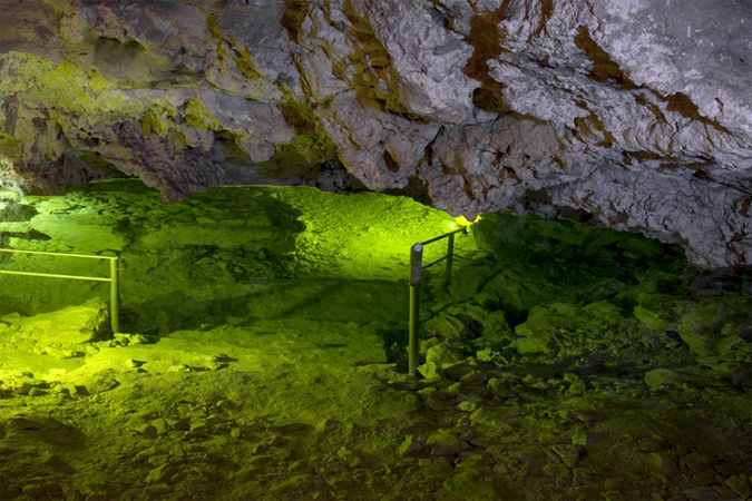Descend into the underground world of limestone caves!