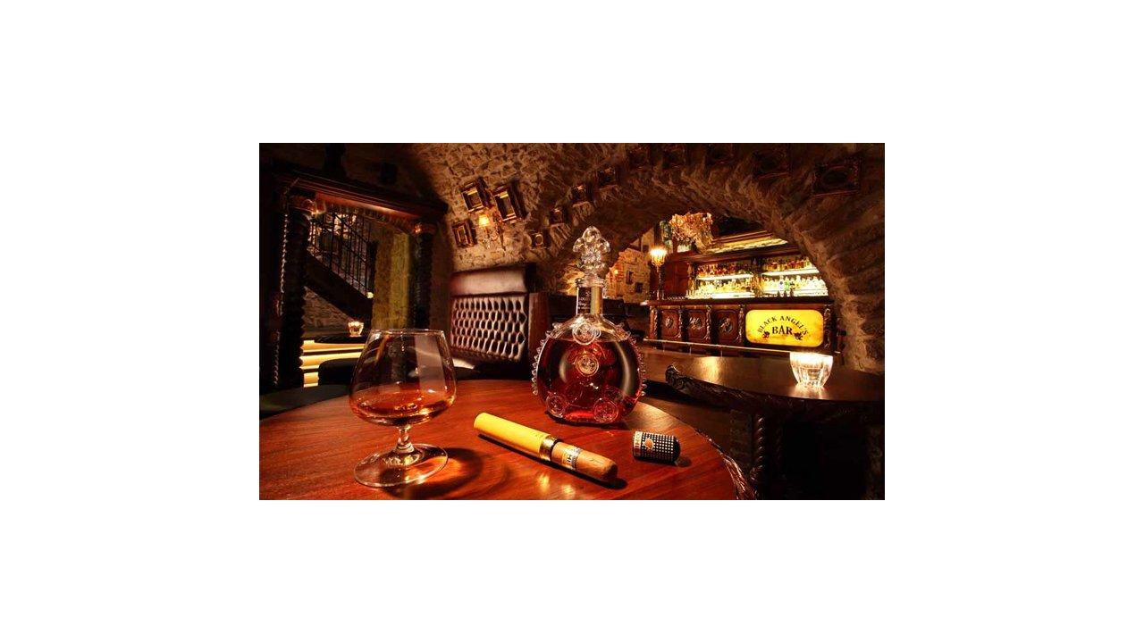 Bar Review: Black Angel's Bar