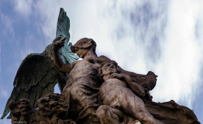 Roberto Alvarez, details near Náměstí Republiky