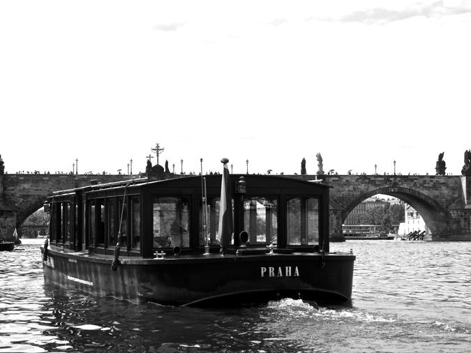 Photo no. 13. - Above and below the Charles Bridge - Bo Hitzert