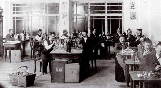 Glassworks painting workshop, 1905