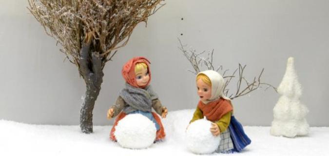 How to Decorate Christmas exhibit