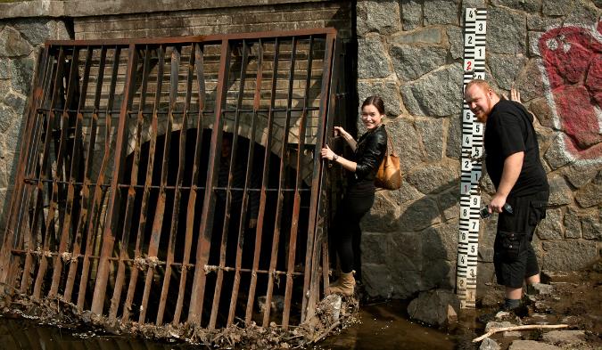 Urban explorers slip into the tunnel