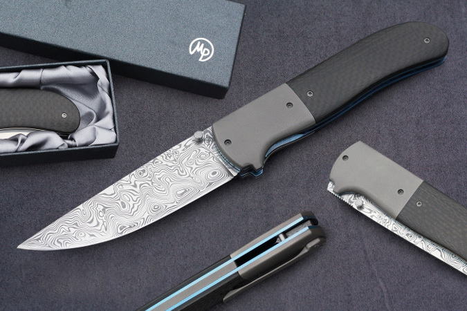 Lagoon – a gentleman's folding knife with a stainless blade, titanium bolsters and carbon fiber scales (© Milan Pokorný)
