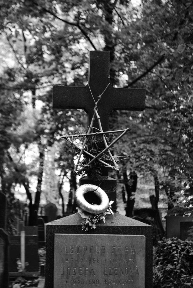 Leopold Czek, Olšanské hřbitovy, 1971