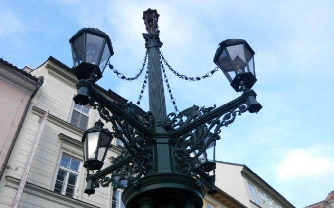 Lamplighters Cast Romantic Glow on Prague