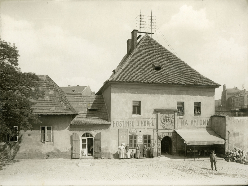 Customs House at Výtoň and U Koppů Inn around 1910 (photo by J. Kříženecký)