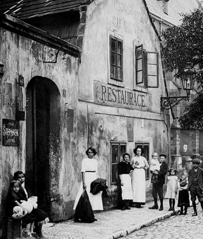 Poison Hut pub, 1910; Photo: Zikmund Reach © HISTORICKE-FOTO.CZ