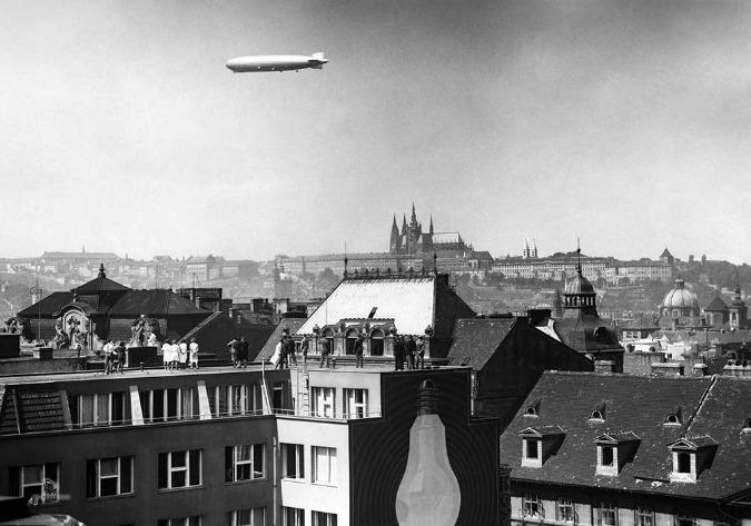 Flying airship Graf Zeppelin over Prague in 1930 ©HISTORICKE-FOTO.CZ