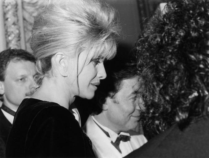 Ivana Trump and Karel Gott at the Opera Ball, 1992 / www.plesvopere.cz