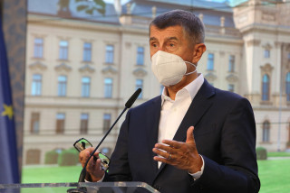 Czech government prepared to distribute respirators to senior citizens within three days if needed, says PM