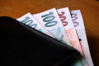 Czech wage growth drops to .5%, average earnings down 2.5% year-on-year after inflation