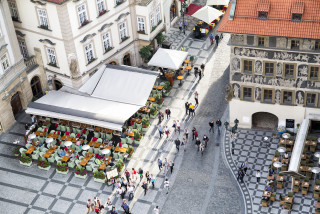 Dozens of additional Prague restaurants will need to close their outdoor areas by 10 p.m.