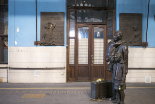 Newly repaired Sir Nicholas Winton statue unveiled at Prague's main train station