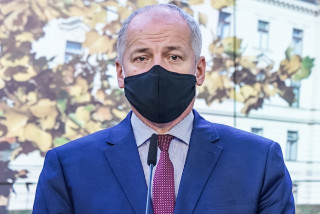 Czech Health Minister photographed without a face mask outside Prague restaurant, faces calls to resign