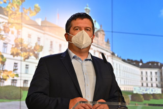 State of emergency: Hamáček calls opposition MPs 'hypocrites, irresponsible lunatics'