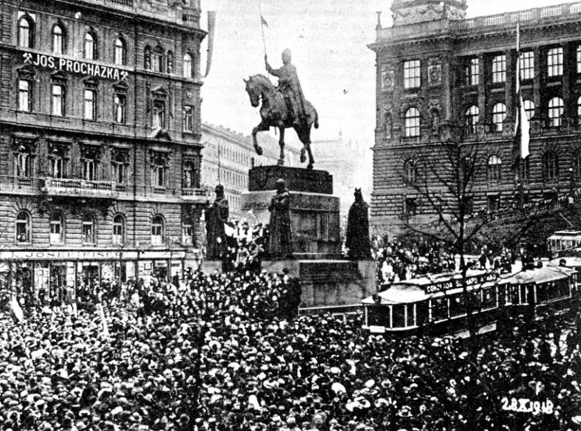 Wenceslas Square on October 28, 1918 / public domain