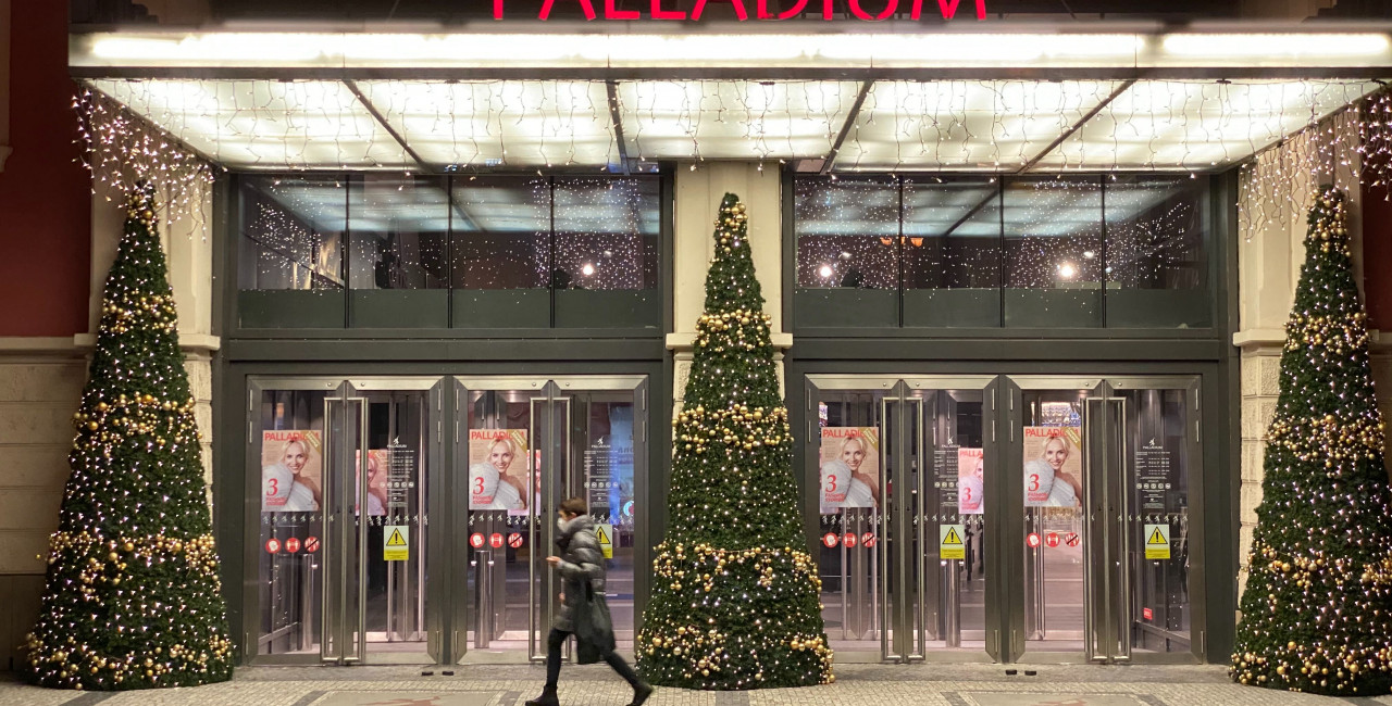 A passerby in front of Palladium shopping mall in Prague. (photo:  Jason Pirodsky - Expats.com)