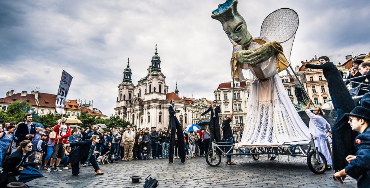 Fun things to do in Prague, Nov. 27–30: Puppets pass through Old Town, art outside, an online science lab