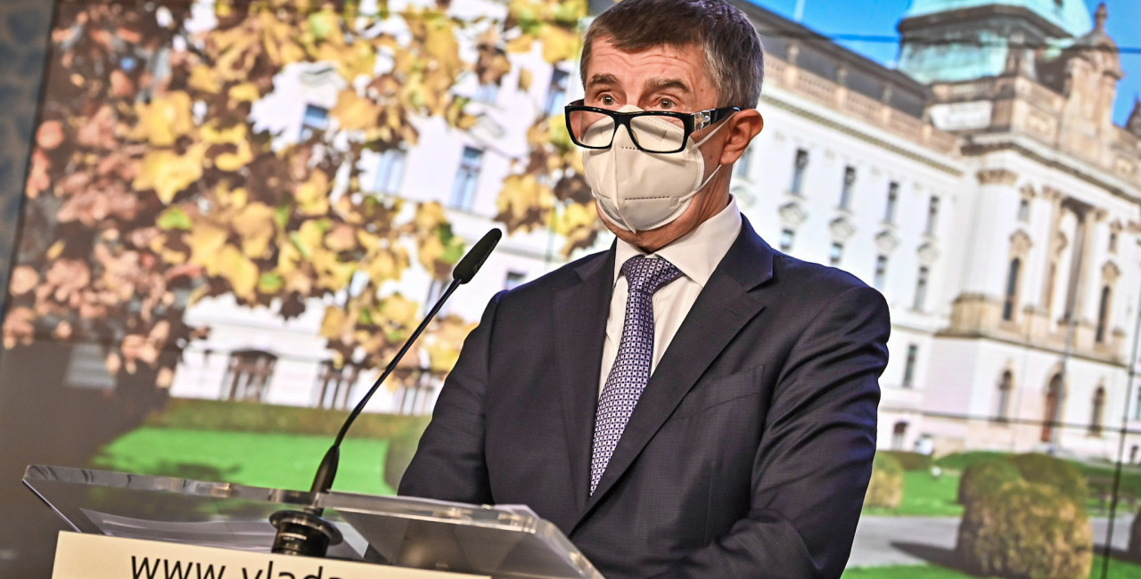 Babis at press conference with glasses on. (photo: vlada.cz)