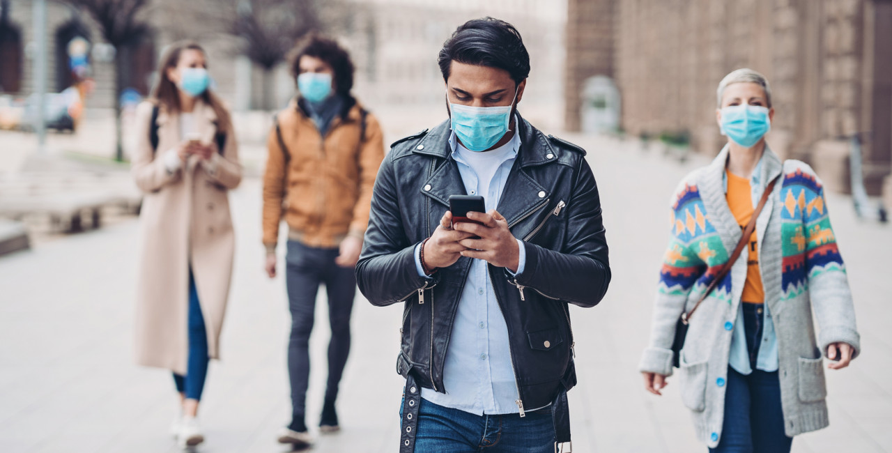 People with masks on the street. (photo: iStock / pixelfit)