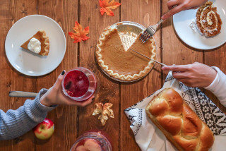 Turkey, pumpkin pie, or a vegan feast! A guide to Thanksgiving delivery and meal prep in Prague