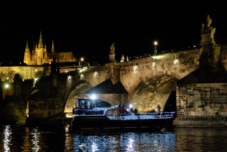 Czech opera star performs uplifting 'surprise' outdoor concert on Vltava