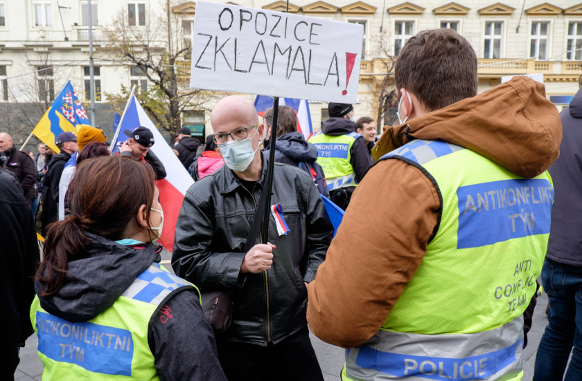A demonstrator talks with members of the police 'anti-conflict' team during the rally on Wenceslas Square. (photo: James Fassinger - Expats.cz)