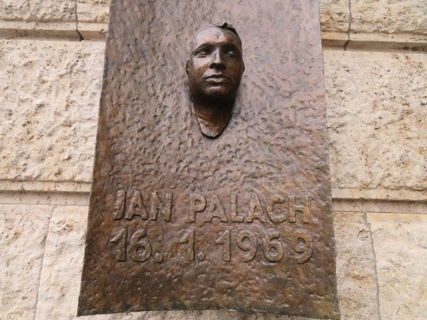 Plaque for Jan Palach by Olbram Zoubek. (photo: Raymond Johnston - Expats.cz)
