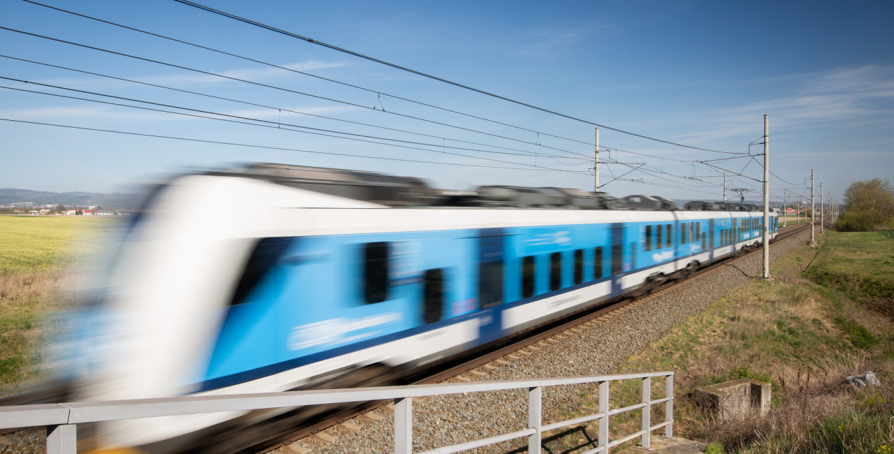 A CD train speeds past on the tracks. (photo: iStock)
