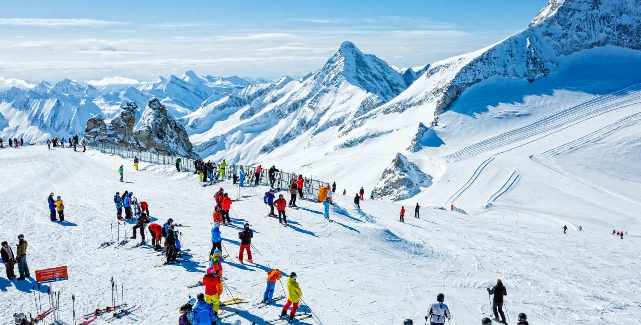 Skiers at ski resort Hintertux, Tirol, Austria. (photo: iStock / mbbirdy)