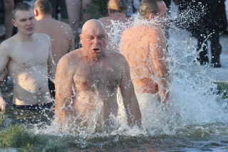 Ice swimming: A chilly Czech holiday tradition gains pandemic popularity