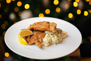 From honeyglazed ham to crispy carp: Festive meals from Prague restaurants to your holiday table