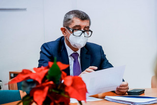 Babiš: First vaccines to arrive on Boxing Day, but public will have to wait until February
