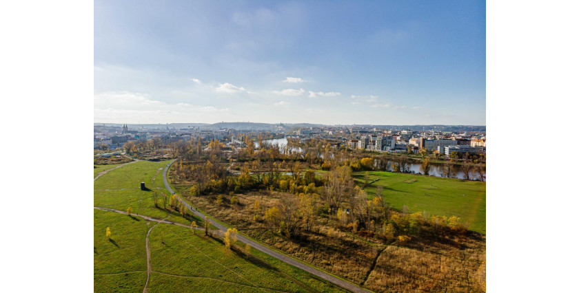 A neglected area in Karlín and Libeň will become an island with a park. (photo: IPR Praha)