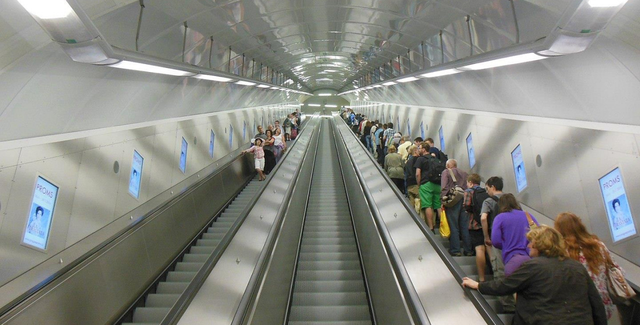 Escalator at Národní třída, (photo: Wikimedia commons, PatrikPaprika, CC BY-SA 4.0)