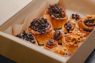 Lockdown loves cinnamon rolls: Prague's best buns for pick-up and delivery plus a recipe