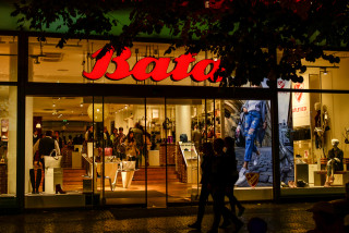 Czech shoe and clothing stores circumventing restrictions on sales of adult-size goods