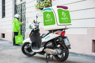 Two new online markets respond to a growing need for grocery delivery in Prague