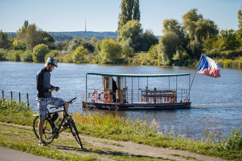 Life in the immediate vicinity of the Vltava River will be made more pleasant by reclamation of the bank and access to the local lagoons.