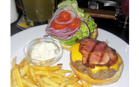 https://www.expats.cz/resources/burgers-2010-prague-017.jpg