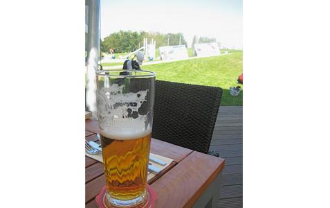 https://www.expats.cz/resources/golf-8.jpg