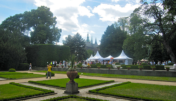 http://www.expats.cz/resources/prague-food-fest-11-12.jpg