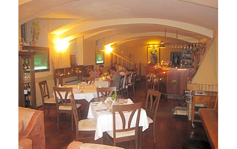 https://www.expats.cz/resources/restaurant-emy-destinove03.jpg