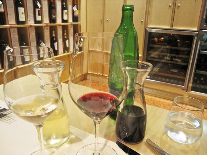 http://www.expats.cz/resources/vino-di-vino-06.jpg