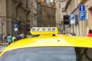 Prague taxi driver charges 'record' 7,500 crowns for ride from Prague Airport to Pankrác
