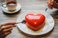 Free dessert for singles? Curing broken hearts with conversation and cake