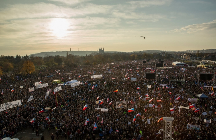 300,000 Czechs demonstrate against PM Andrej Babiš in Prague on eve of 30th anniversary of Velvet Revolution