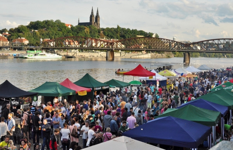 Prague picks tenants for wall cubicles on Náplavka, new cafes and shops will open in September